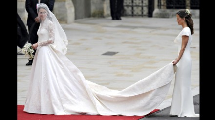 Kate-Middleton-Alexander-McQueen-by-Sarah-Burton-Royal-Wedding-Dress-Full-Length